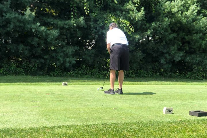 A man putting at the Frankel Kinsler Golf Tournament